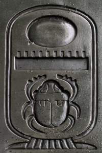 Cartouche_with_scarab